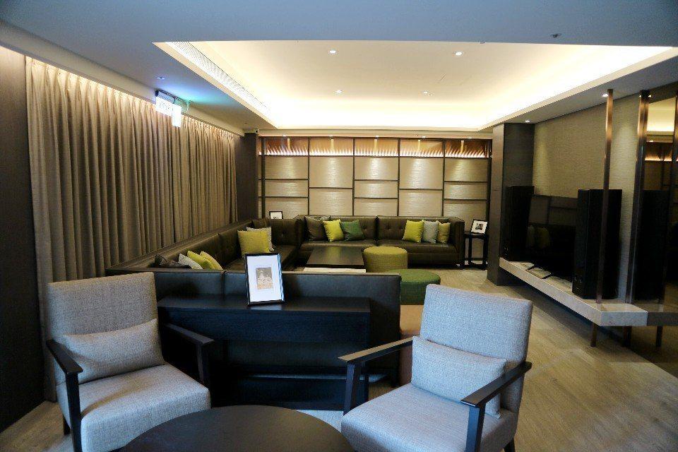 位於飯店8樓的花園交誼廳,充滿簡約溫馨的氛圍,很適合在此放鬆交流。(攝影/周惠儀...
