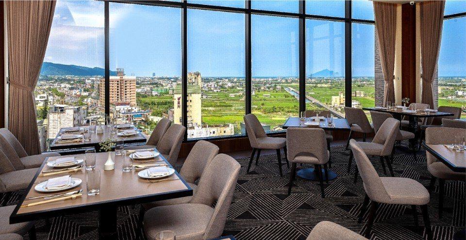 米澤景觀餐廳擁有270度的絕佳賞景視野,可以一覽迷人蘭陽田園風光。(圖片提供/礁...