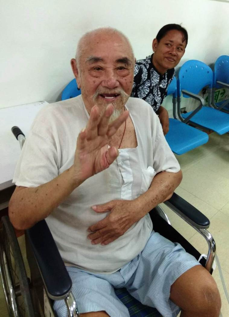 曾打過仗的96歲周樹清,認為對抗病魔就像打仗,沒什麼好怕。圖/彰化醫院提供