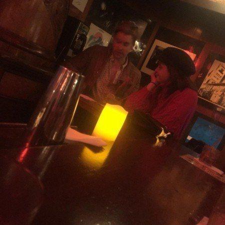 艾瑪華森(左)被拍到與「歡樂合唱團」男星寇特歐文斯崔(右)約會。圖/摘自推特