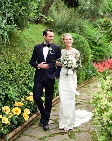 馬修路易斯(左)與美國女友安琪拉瓊絲(右)結婚。圖/摘自IG