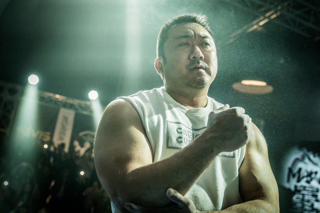 韓國熱血新片「冠軍大叔」,由「屍速列車」一拳擊倒喪屍的力量男神馬東石領銜主演。圖