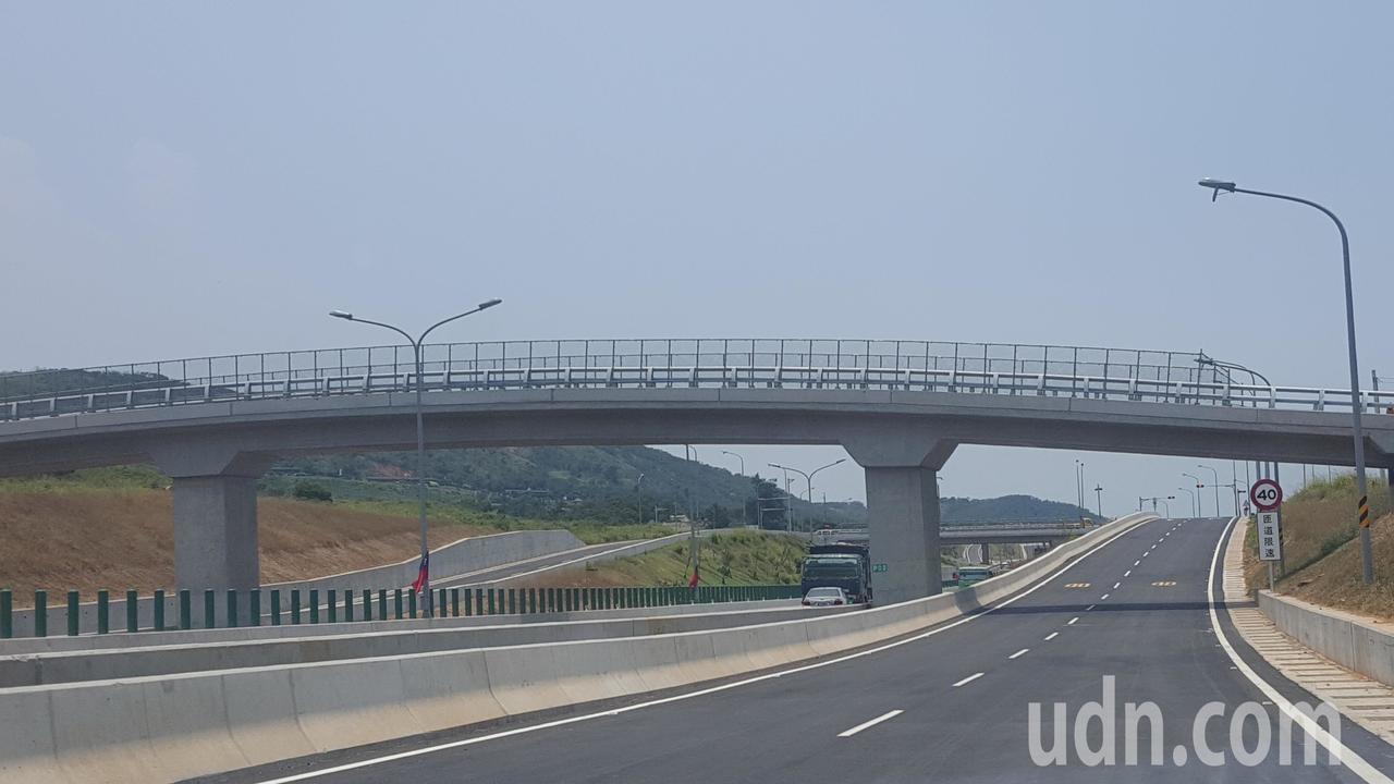 西濱快速公路白沙屯到南通灣段6月2日通車,沿途設有白沙屯、新埔、通霄3處交流道。...