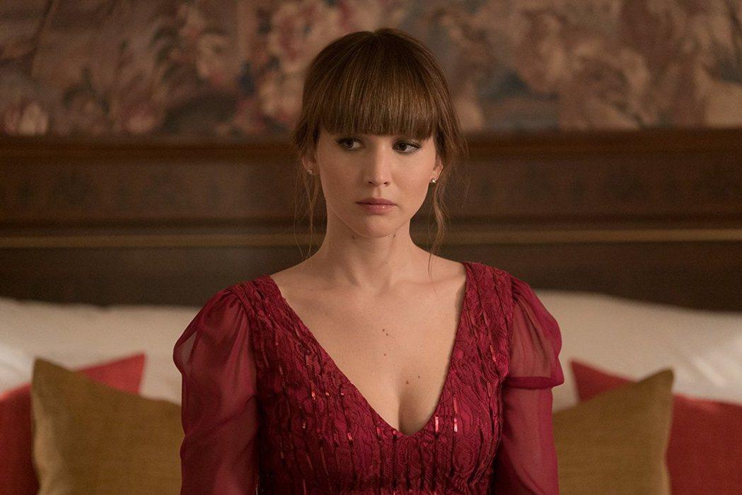珍妮佛勞倫斯在「紅雀」釋放性感,美國票房卻踢到大鐵板。圖/擷自IMDb