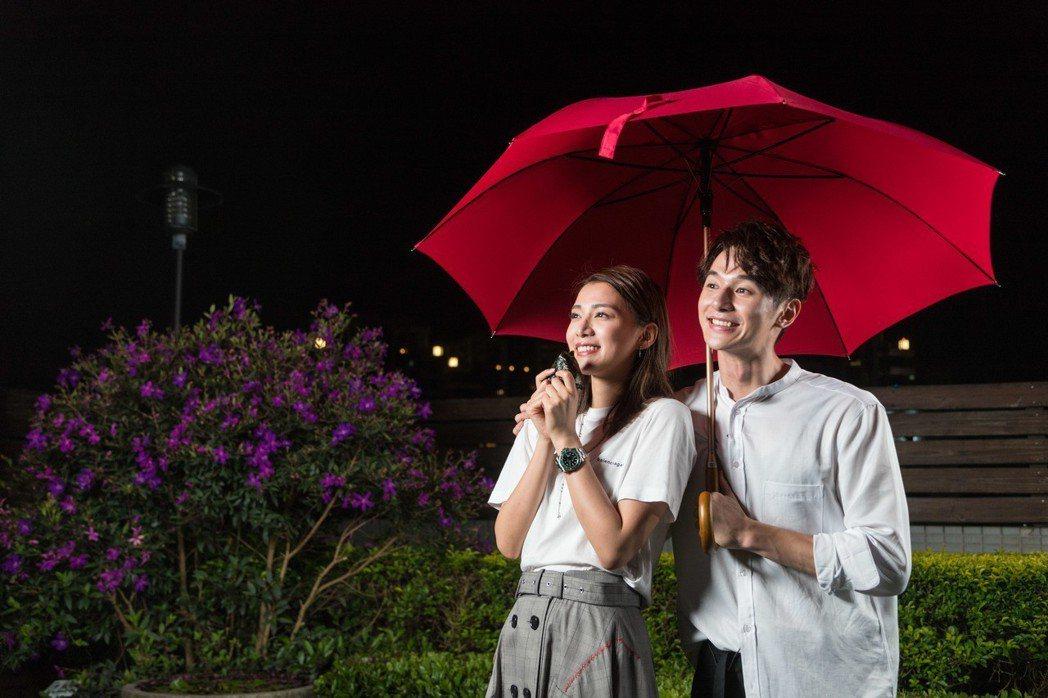 張軒睿、王思平演出「噓劇場」之「經常在吃飯的漂亮姐姐」。記者陳立凱/攝影