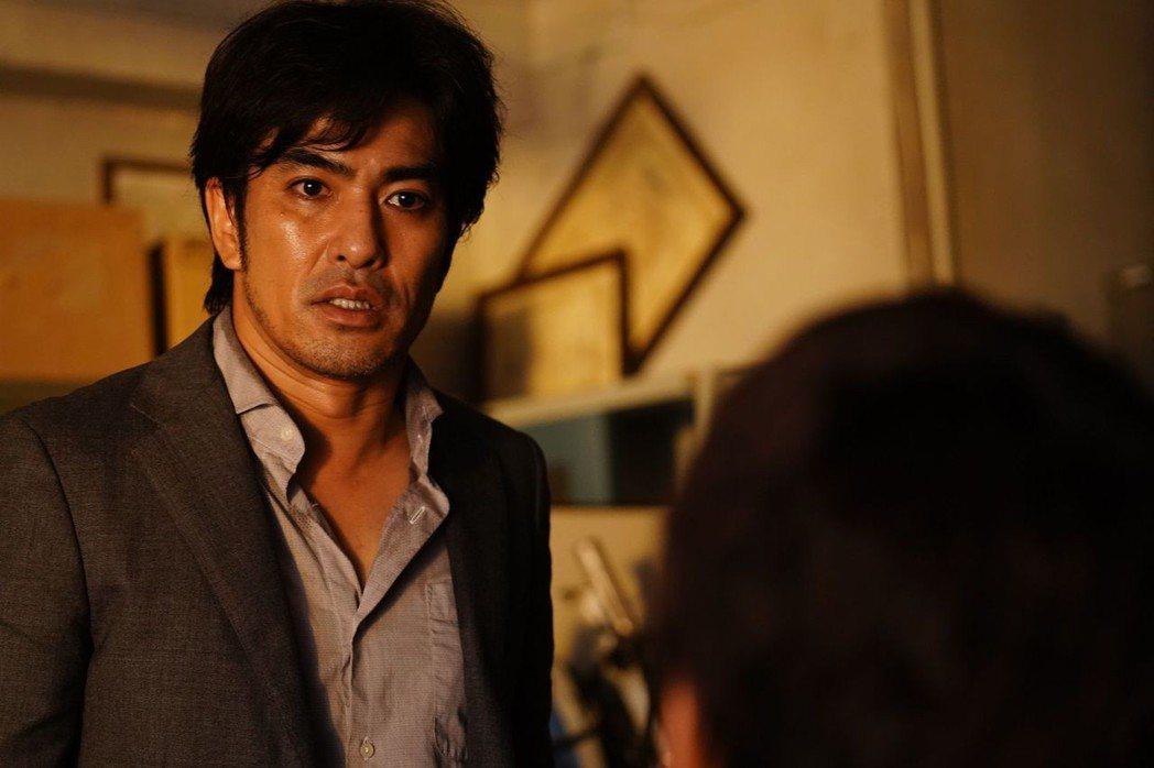 日本影視圈知名大反派角色北村一輝在《去年冬天,與你分別》的演出有畫龍點睛的效果。