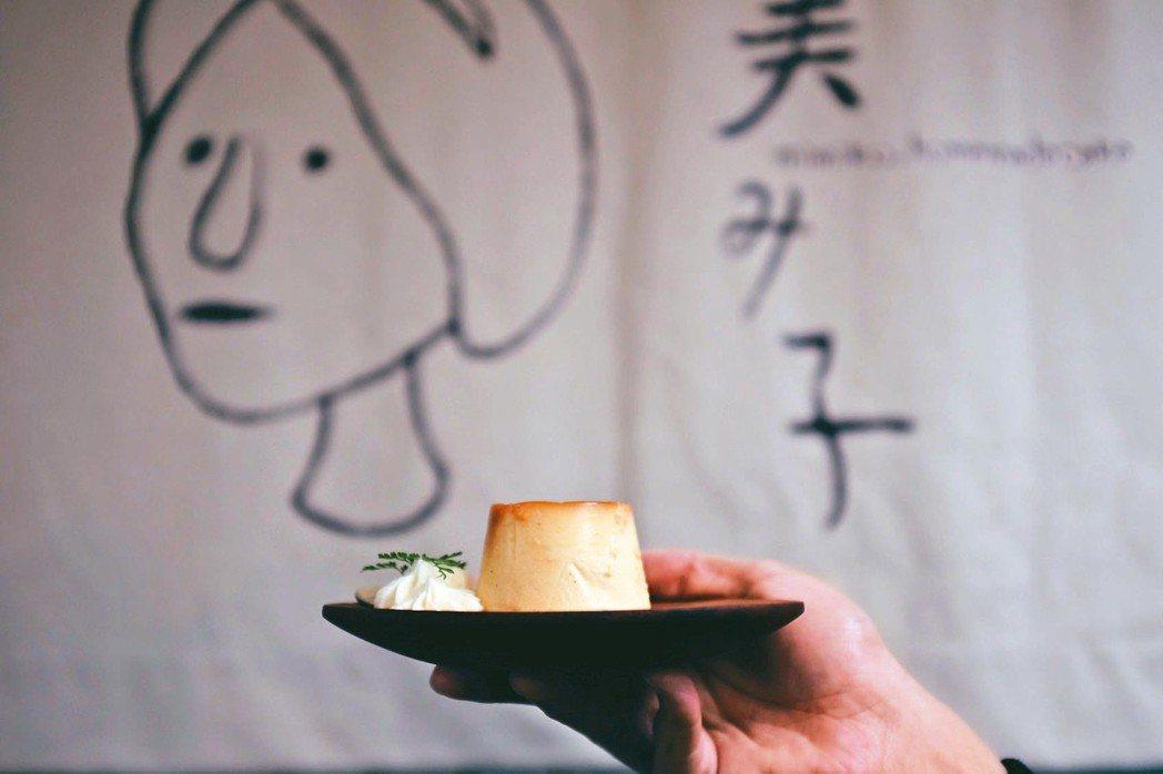 美美子手煮焦糖乳酪布丁,售價60元。 記者沈佩臻/攝影