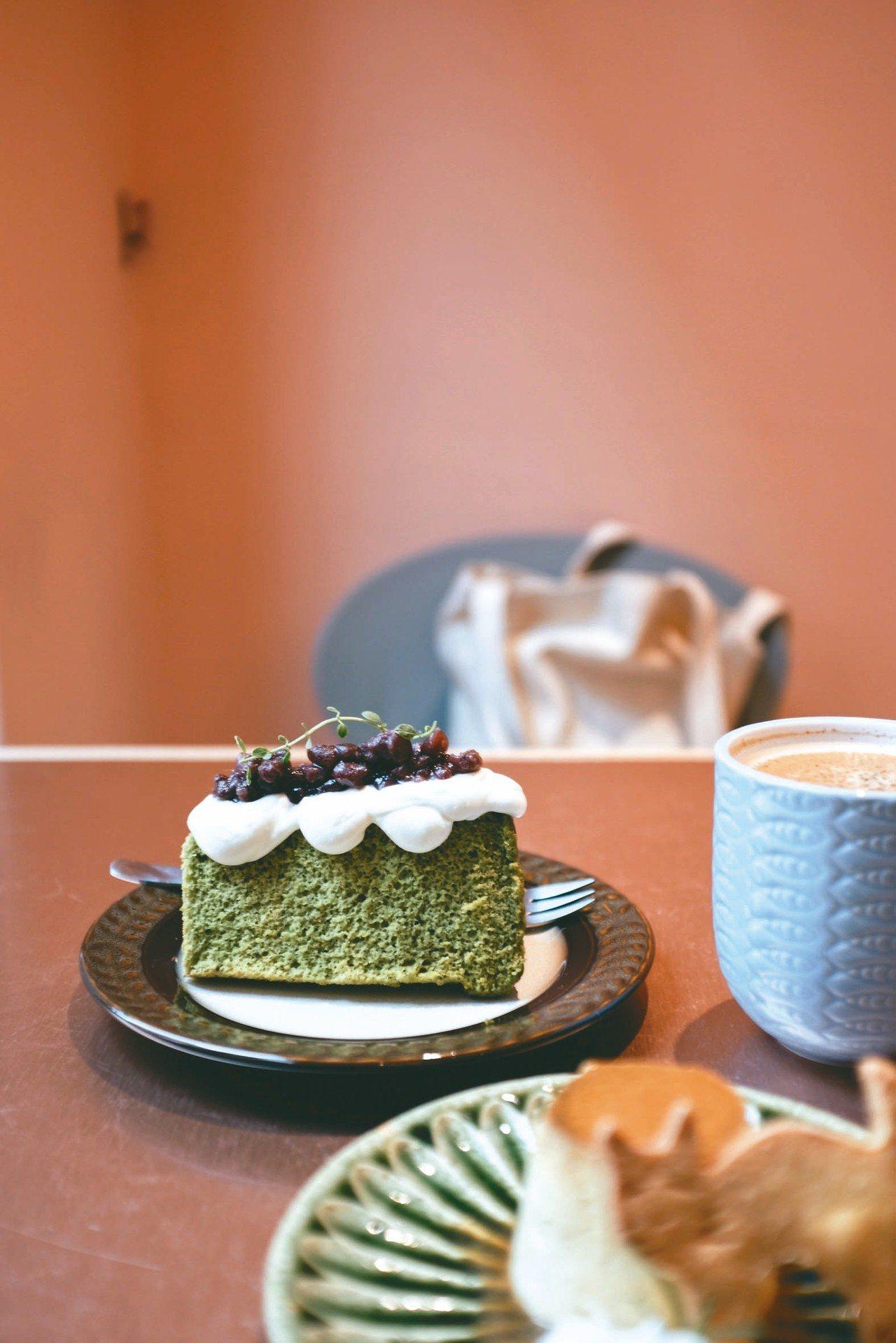 貓的生活提案新甜點「小山園抹茶戚風」。 記者沈佩臻/攝影