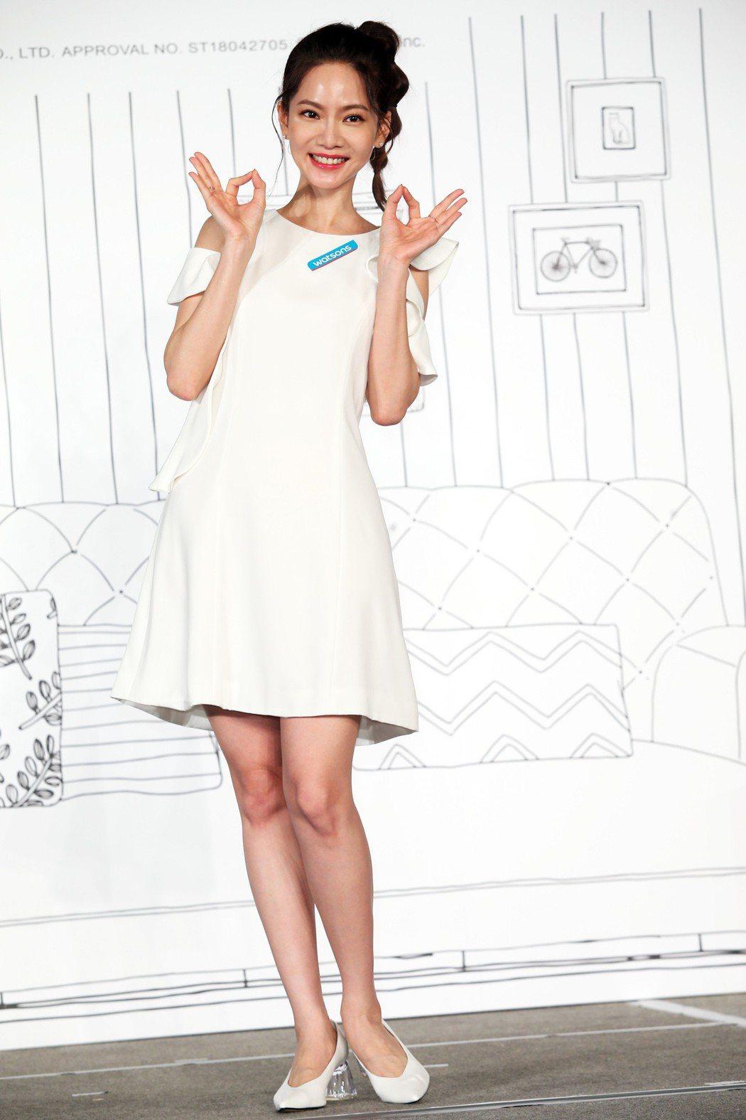 曾之喬出席屈臣氏「Hello Kitty x NYA-時尚小心機」集點活動記者會...