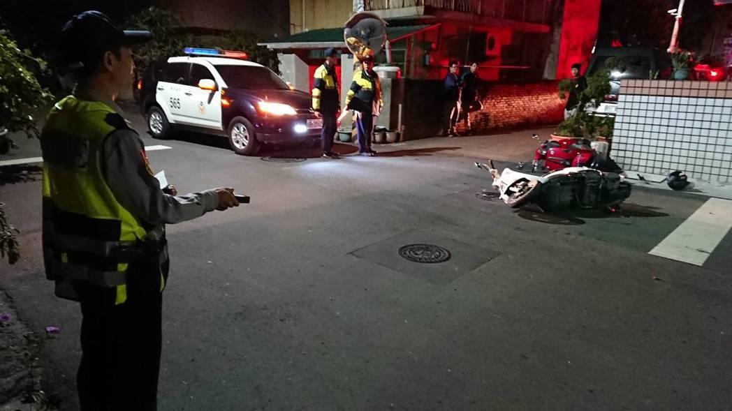 台中市第五警分局交通分隊以數位測距儀實測,發現處理現場時間大幅降低三分之一。 記...