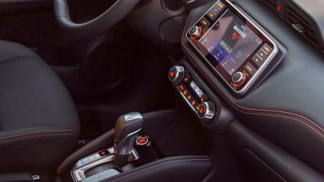 Nissan Kicks 內裝配備了七吋全採觸控式螢幕。 摘自Nissan