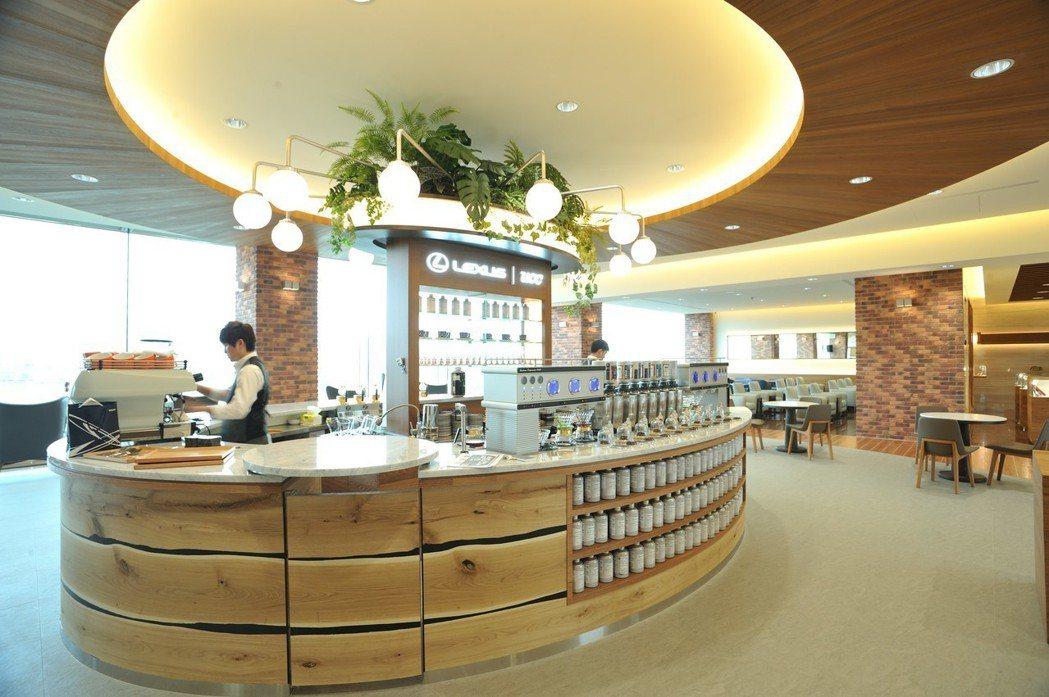 LEXUS濱江據點重新裝修後,打造新型態複合功能的客休空間,並提供客製化精品咖啡服務。 圖/和泰汽車提供