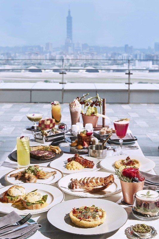 在台北萬豪酒店20樓的空中酒吧INGE'S,一邊吃奢華早午餐,一邊遠眺台北101...
