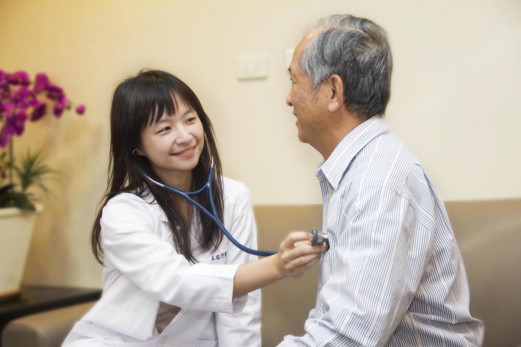 林家伃醫師提醒高齡長者,預防中暑是夏天重要課題。圖/大千綜合醫院提供