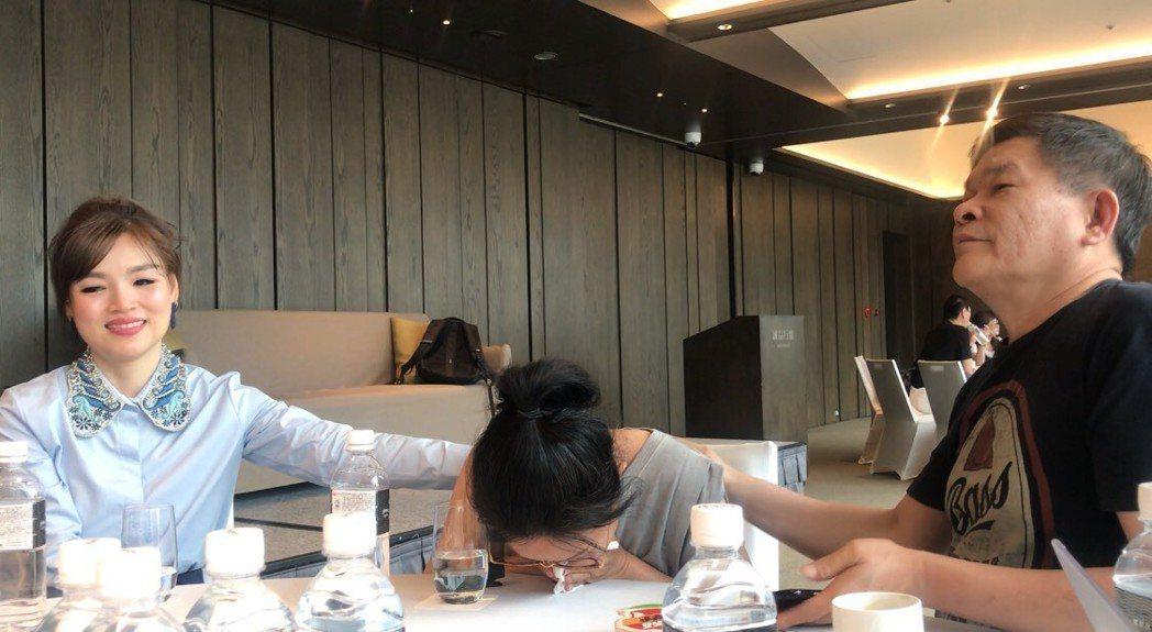 呂雪鳳提到失智症父親過世前的狀況,忍不住痛哭。記者梅衍儂/攝影