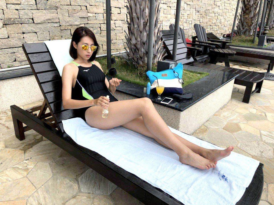 楊晴穿泳衣展露好身材。圖/TVBS提供