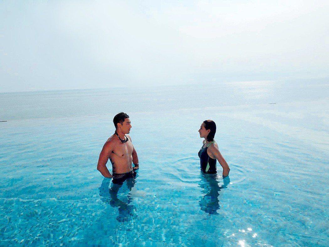 羅平(左)、楊晴上演泳池戲水戀愛戲碼。圖/TVBS提供