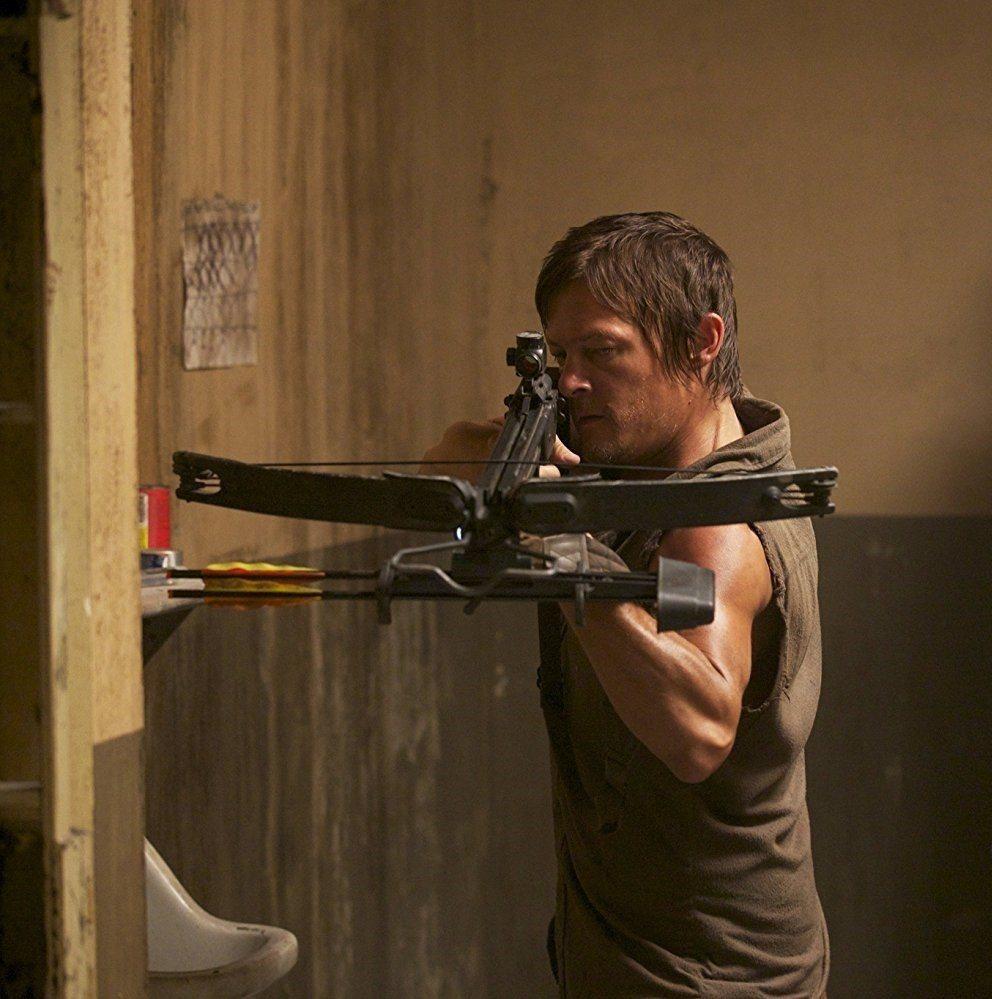 諾曼李杜斯扮演的十字弓男戴瑞,即將成為「陰屍路」新的第一主角。圖/摘自imdb