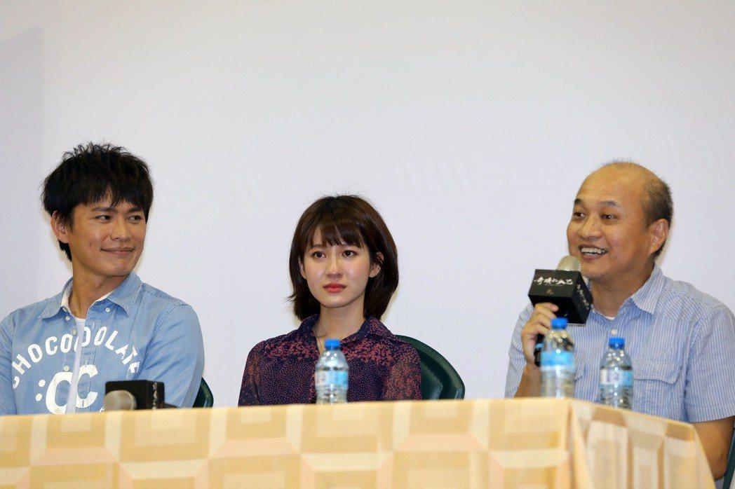 黃鐙輝(左起)、連俞涵、導演鄭文堂出席「奇蹟的女兒」特映會。圖/公視提供