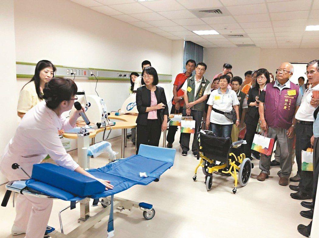 榮民總醫院桃園分院今年通過社區整體照顧體系審查,並創「長青園」照護中心,一般民眾...