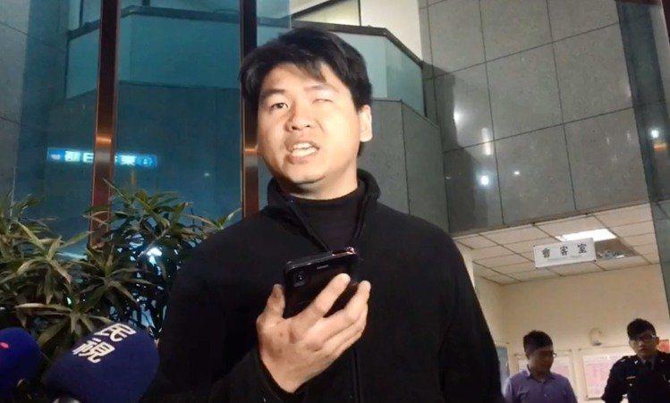 林大洲前年涉嫌縱火國民黨中央黨部廣場,被警方約詢到案,步出分局聲稱「追求台灣獨立...