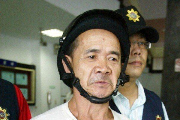 2006年9月,鄒木樹涉嫌在台北地檢署引爆爆竹,遭逮捕移送法辦。 圖/聯合報系資...