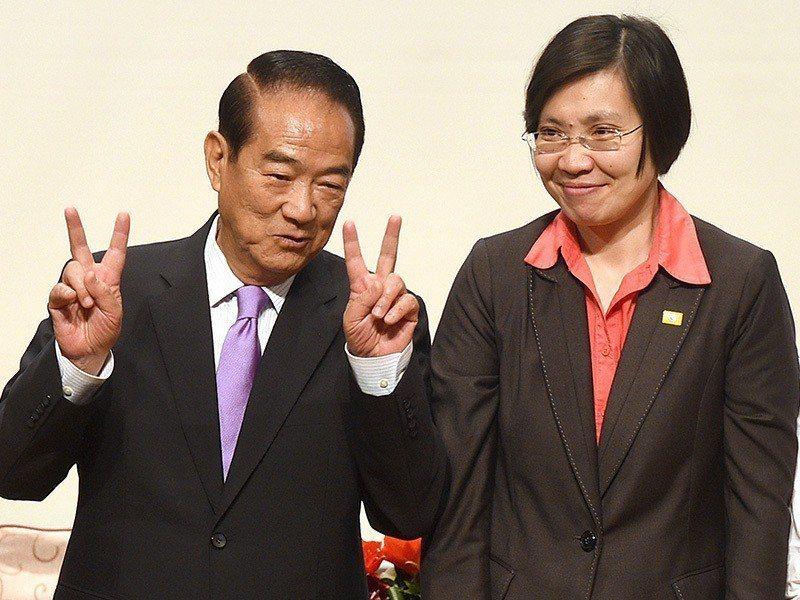 民國黨主席徐欣瑩(右),在2016年總統大選成為宋楚瑜(左)的副手搭檔。 圖/聯...