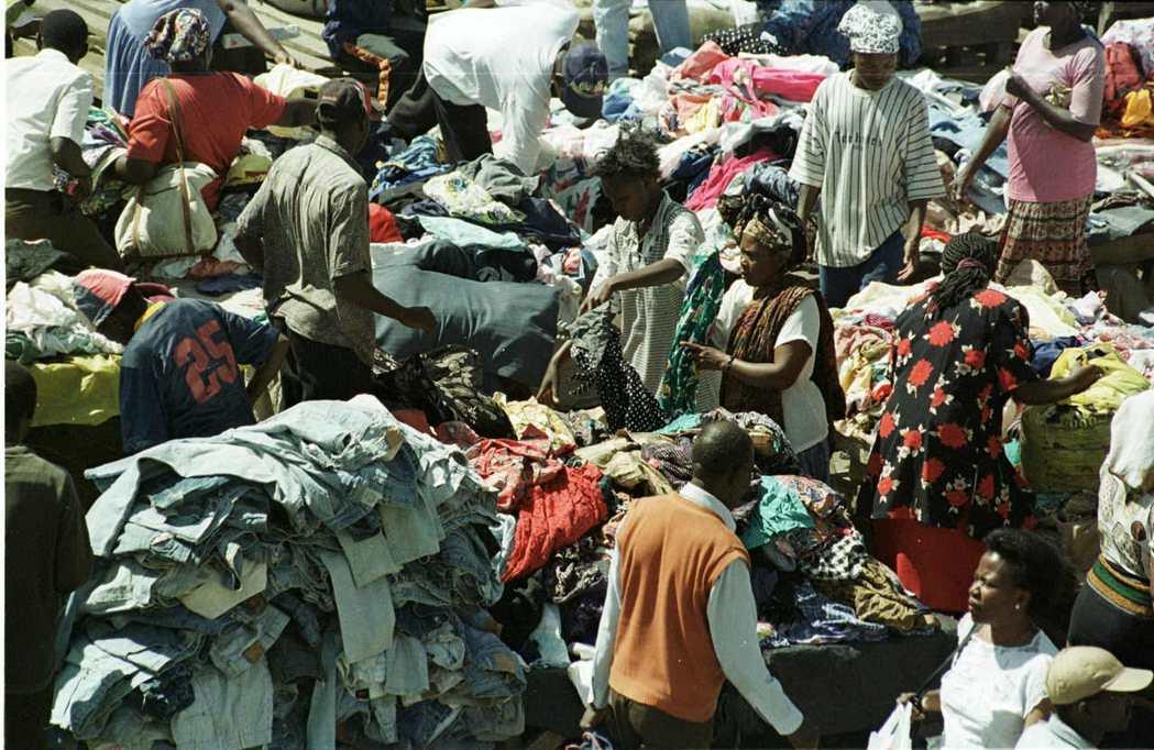 東非共同體的1億7,000萬人口中,超過3分之2的民眾,有固定消費二手衣的習慣。...