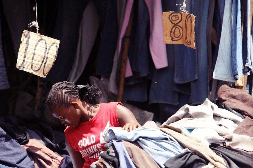 換句話說,盧安達選擇了「進口替代」卻封死了「出口導向」;雖然外國的二手舊衣不再廉...