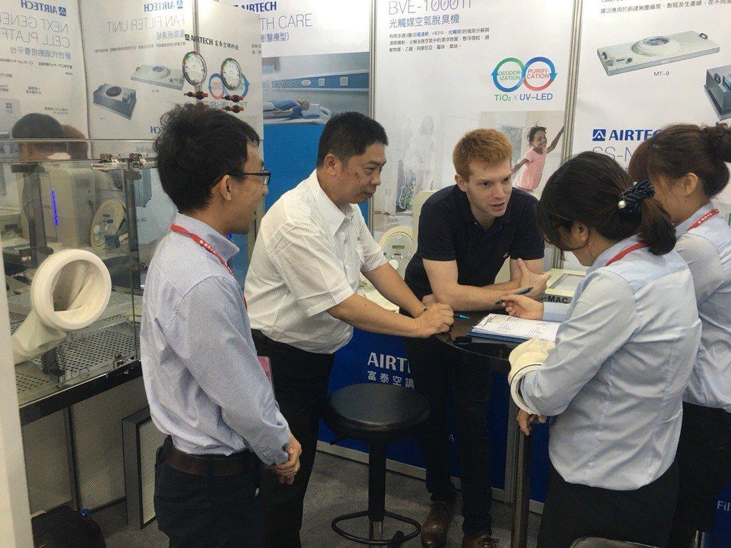 富泰空調所展出的NeXCell新次世代細胞培養平台設備,受到許多專業人士青睞。...