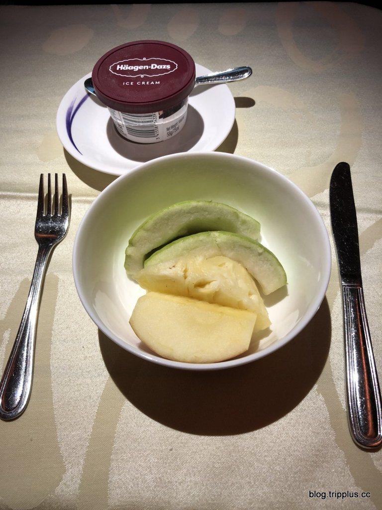 飯後點心我選了冰淇淋跟水果,能吃到番石榴好開心~ 圖文來自於:TripPlus
