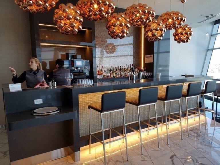 頭等艙專屬用餐區的酒吧 圖文來自於:TripPlus ※ 提醒您:禁止酒駕 ...
