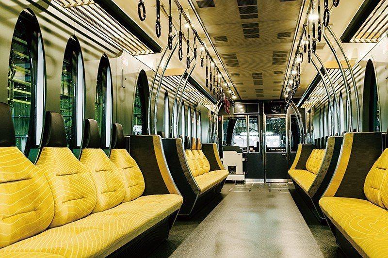 車窗、車門也一樣為橢圓造型,獨特又舒適的座椅也是亮點之一。