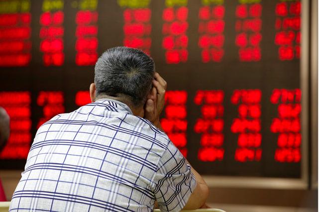 大陸股市半日收升。上證指數高開20點後,早段升幅擴大,半日收漲逾1%。路透社資料...