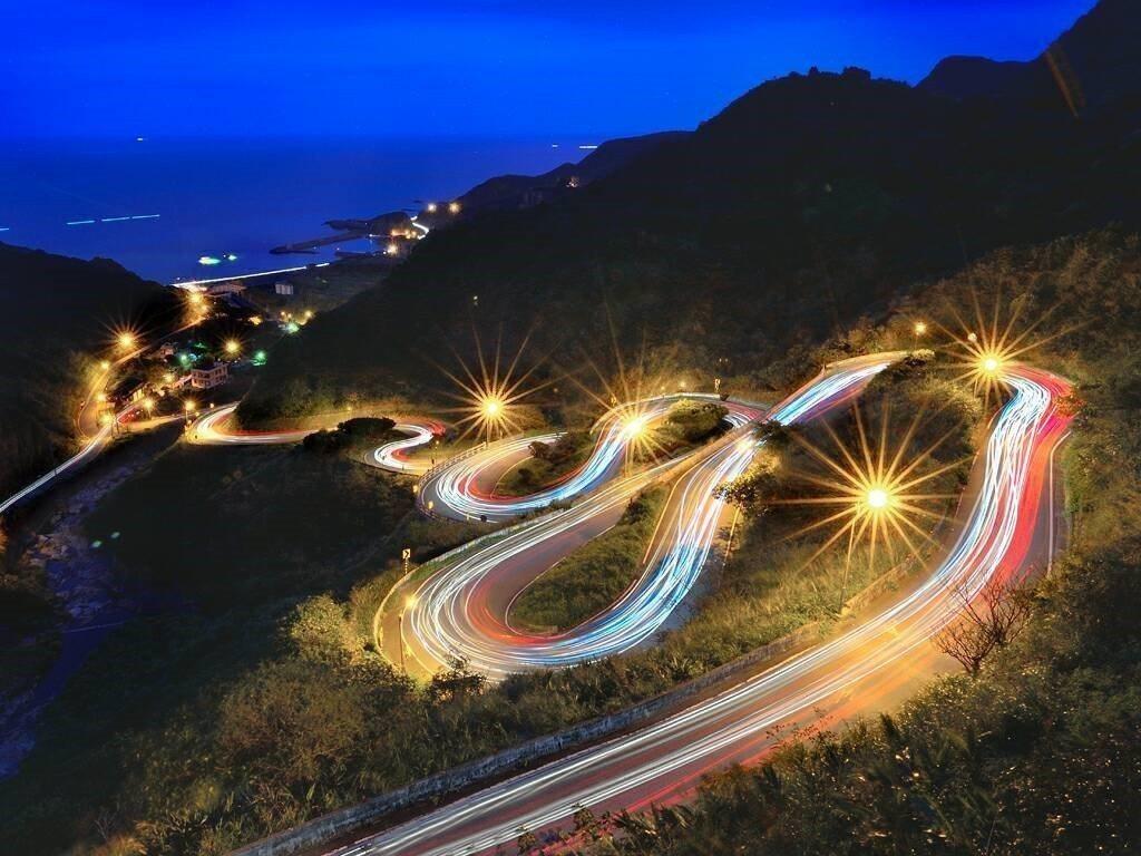 邱榮錦老師的攝影作品,九份龍型彎道。圖/瑞芳高工提供