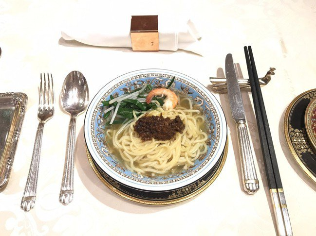 華西街台南擔仔麵從一碗擔仔麵起家。。記者蕭雅娟/攝影