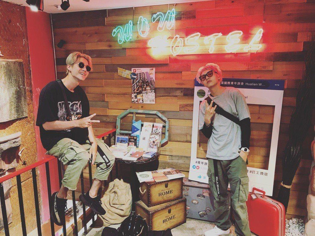 王翔永和陳信維(左)在花蓮會合。圖/伊林娛樂提供