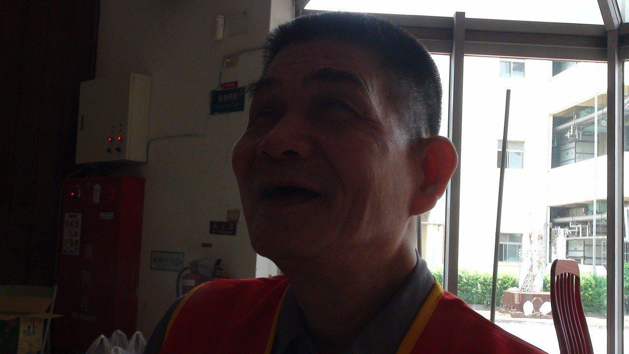 69歲的蔡木彬在30歲時眼盲,積極面對人生,雖然獨居,生活起居都很獨立,還會煮飯...