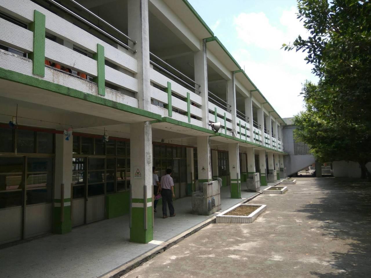 已使用40多年的土庫國小舊教室將拆除重建。記者蔡維斌/攝影