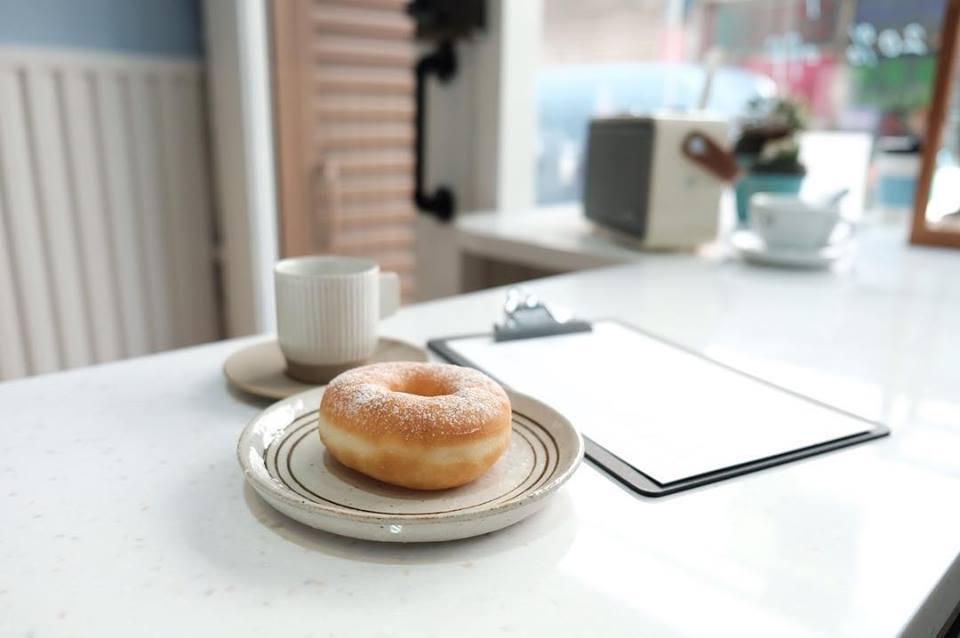 Hudson Coffee甜甜圈新鮮出爐,在網路上擁有好口碑。圖/摘自Hudso...
