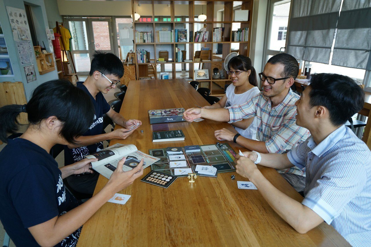 陳定南教育基金會每年舉辦暑期營隊,帶領青年從遊戲育樂中探討社會議題。記者張芮瑜/...