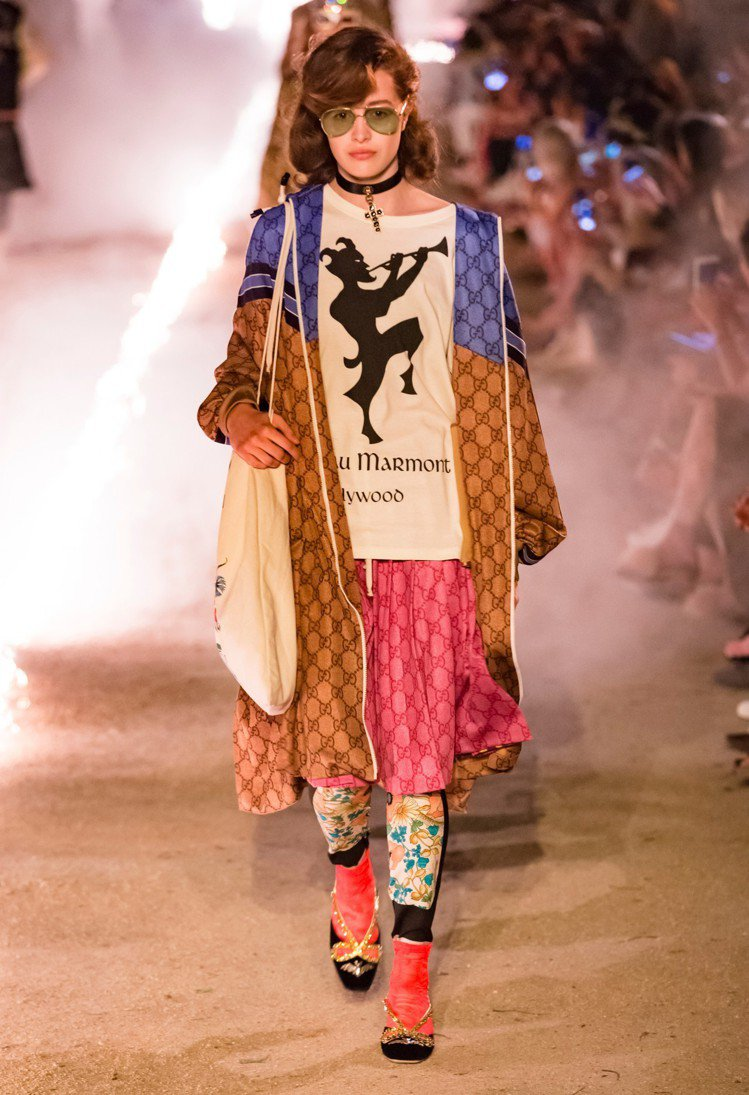 希臘神話的牧神Pan圖騰搭配好萊塢馬爾蒙城堡字樣的T恤,以及logo的運用都是早...