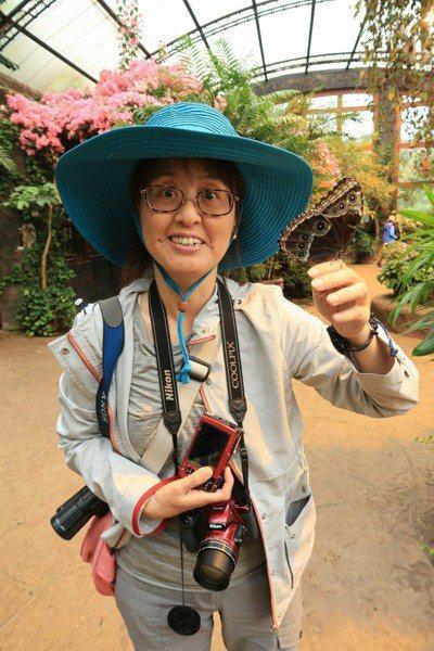 熱愛昆蟲的余素芳,是台灣金花蟲研究團隊的成員,發現好幾種新種金花蟲。圖/余素芳提...