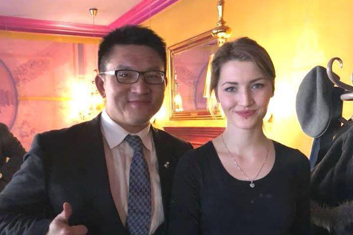 台北市議員童仲彥隨團訪歐行程中,不斷在臉書上傳「正妹照」。 圖/摘自童仲彥臉書