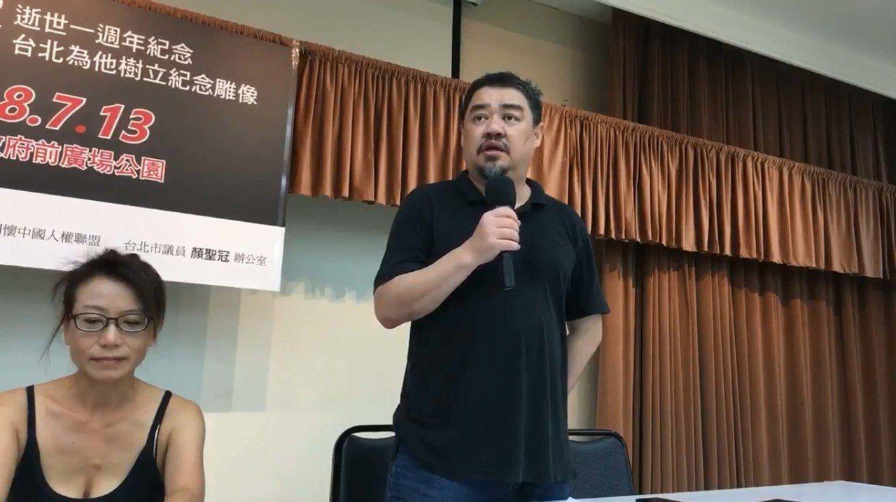 定居台灣的中國民運人士吾爾開希1日宣布募款鑄造已故諾貝爾獎得主劉曉波的雕像,預計...