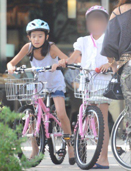 木村光希(左)童年照曝光。 圖/擷自女性SEVEN網站