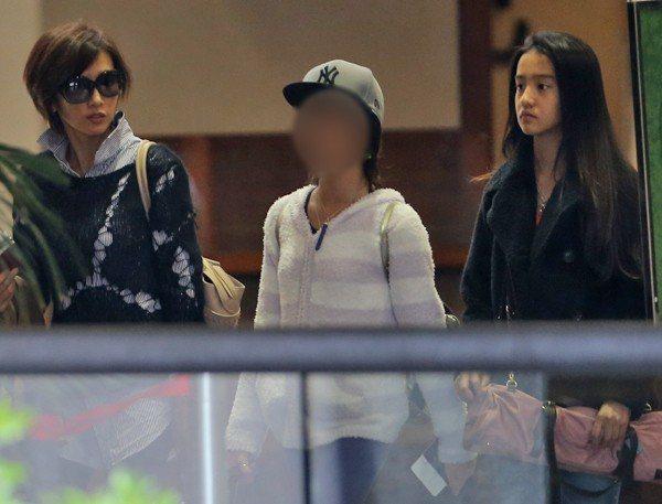 木村光希(右)身高已超過姊姊心美(中)。 圖/擷自女性SEVEN網站
