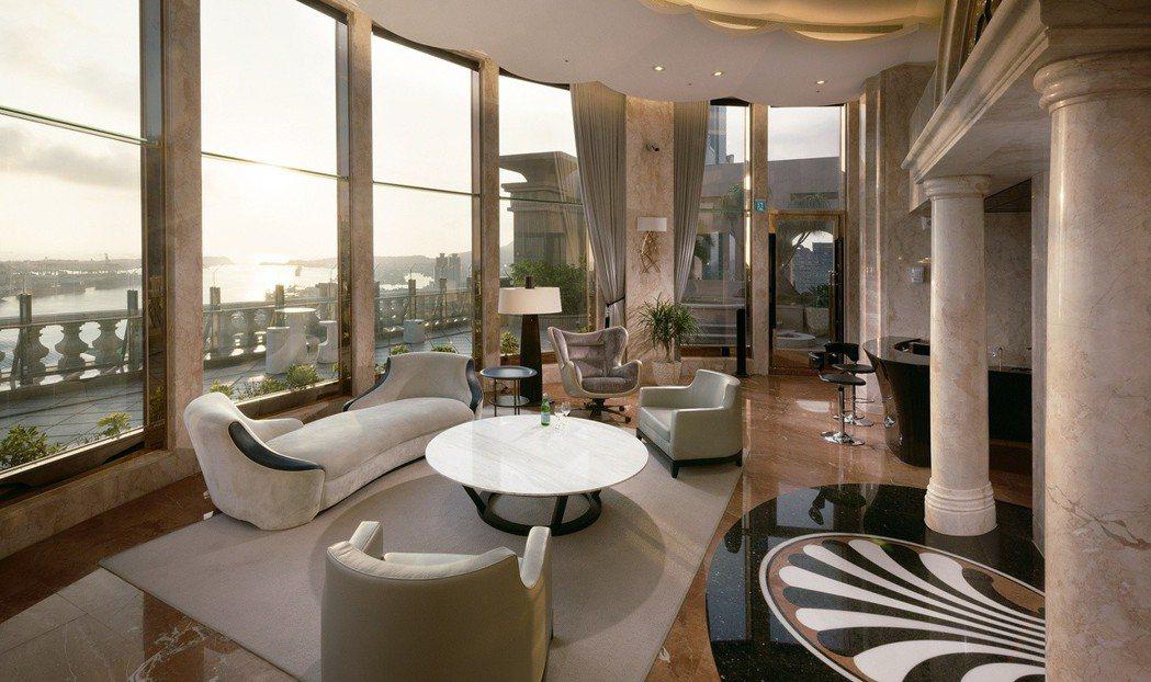 在頂樓SKY LOUNGE享受港都最美海景。 圖片提供/百立建設