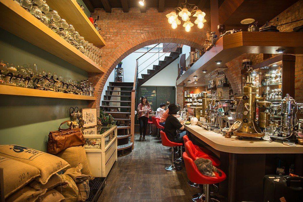 充滿咖啡古董器物的黝脈是個小型博物館。