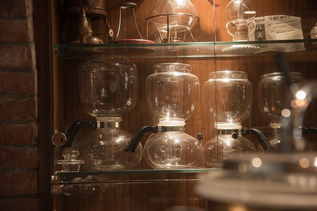 已經停產的德國虹吸壺是老闆的最愛。